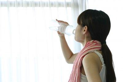 熱中症対策:過剰な水分、過剰な塩分に注意。特に不安症の方に。